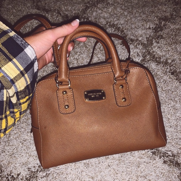 Michael Kors Handbags - 👜Brown Michael Kors crossbody